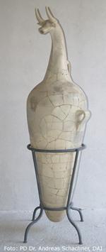 Vase mit Stierkopf