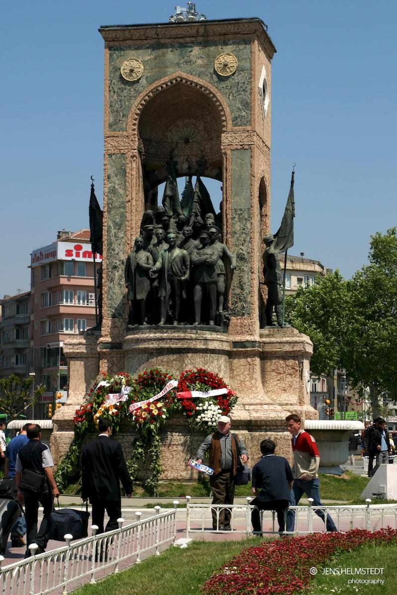 Denkmal der Republik am Taksim-Platz in Istanbul
