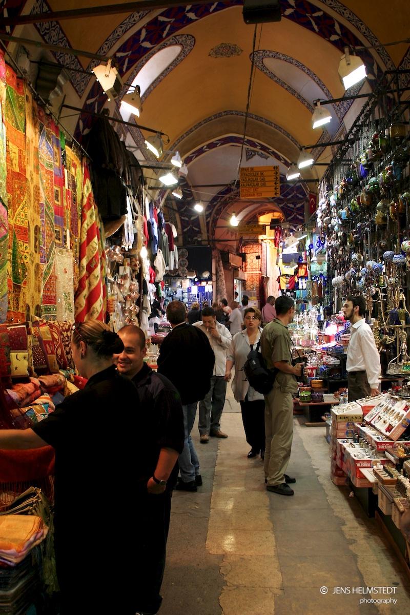 Touristen im Gedeckten Basar in Istanbul