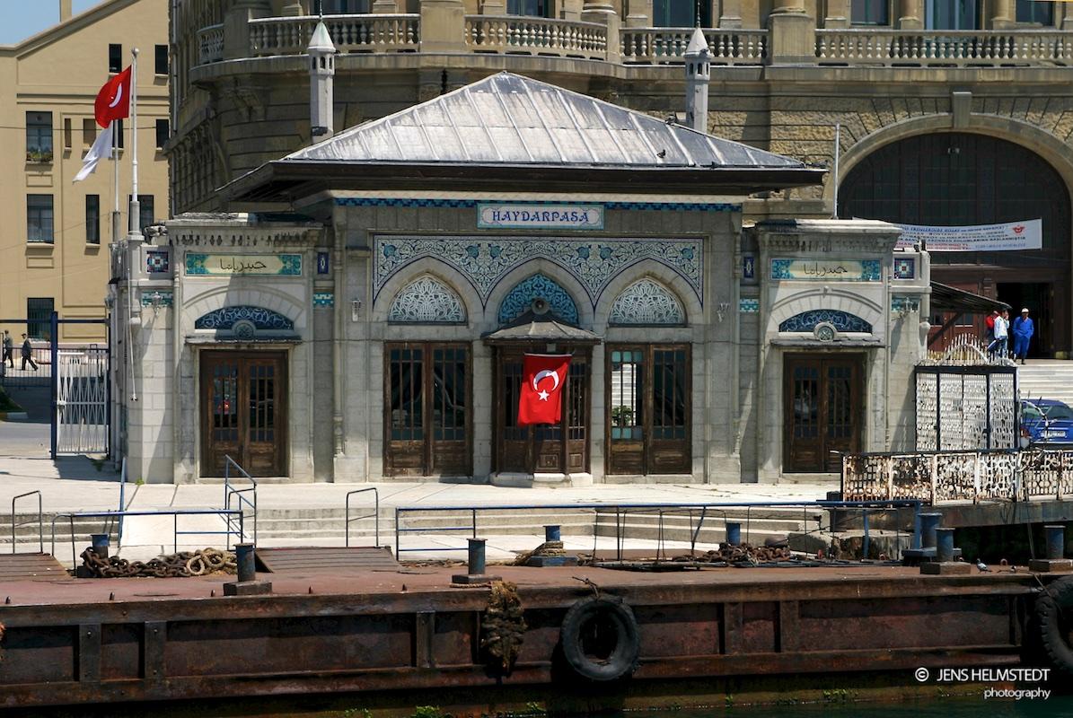 Historischer Fähranleger am Bahnhof Haydarpaşa in Istanbul