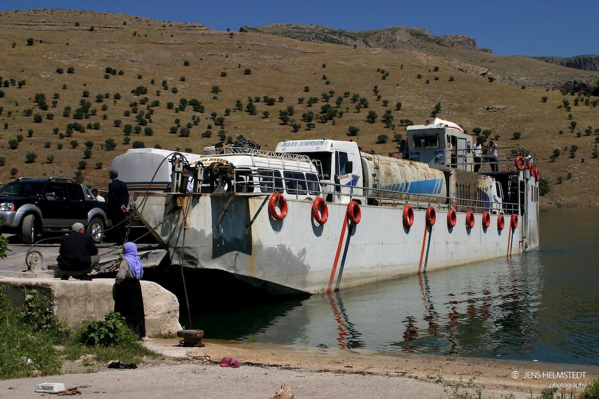 Fähre auf dem Euphrat im Südosten der Türkei