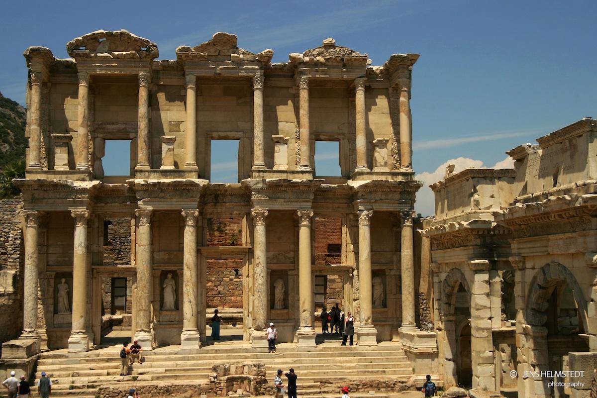 Ruinen der römischen Celsus-Bibliothek in Ephesos
