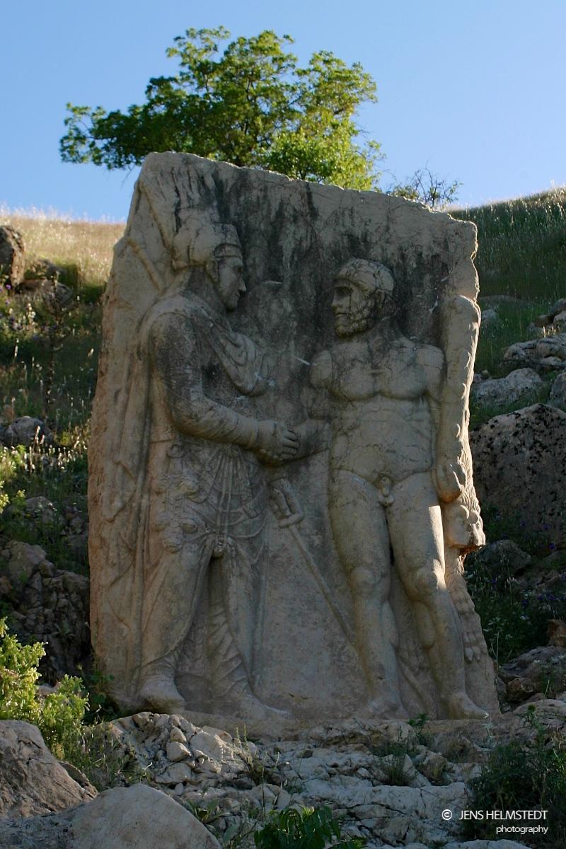Handreichungsszene - Antike Stadt Arsameia