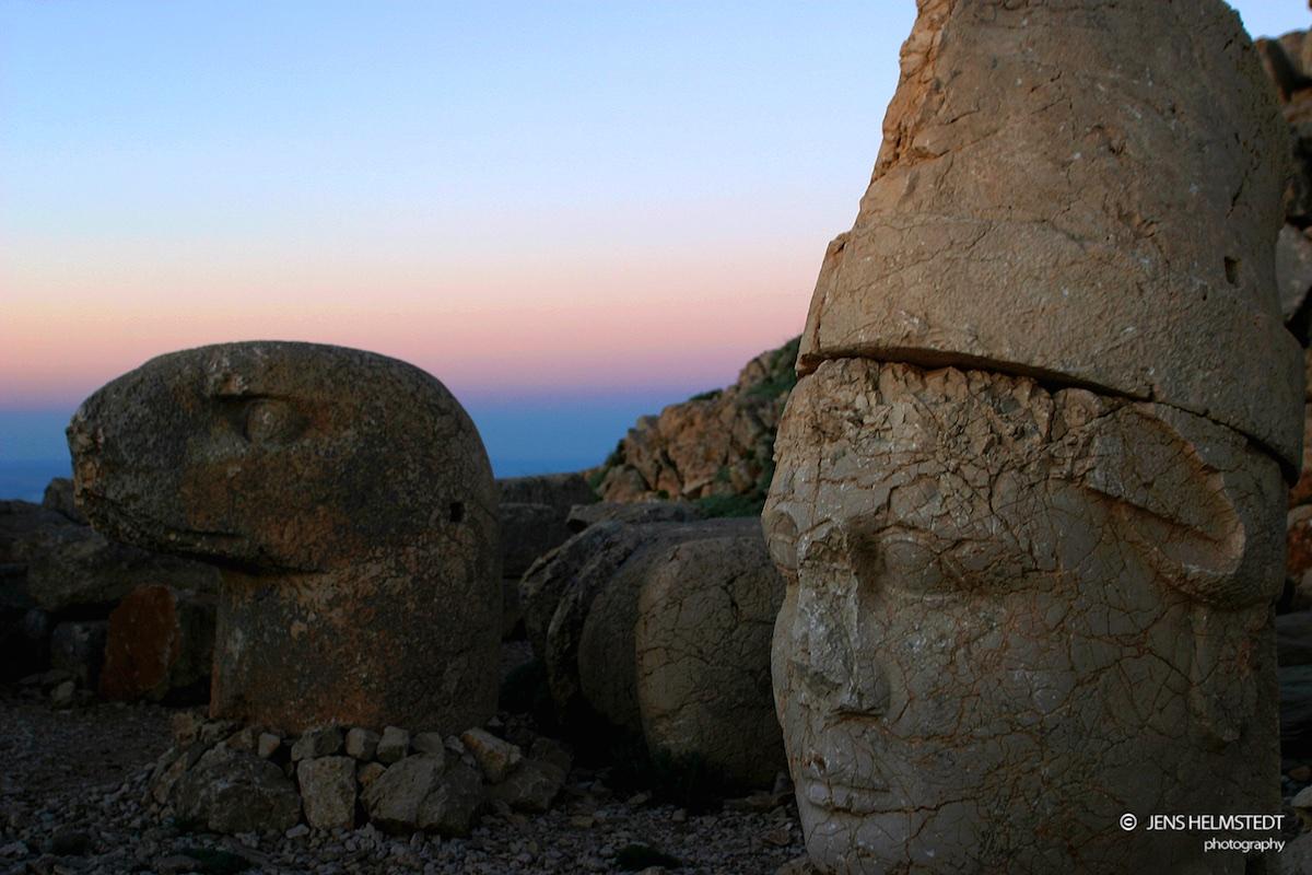 Vor Sonnenaufgang auf dem Berg Nemrut