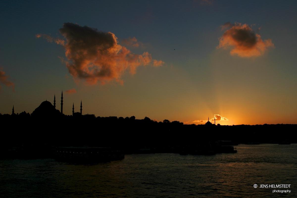 Sonnenuntergang am Goldenen Horn in Istanbul