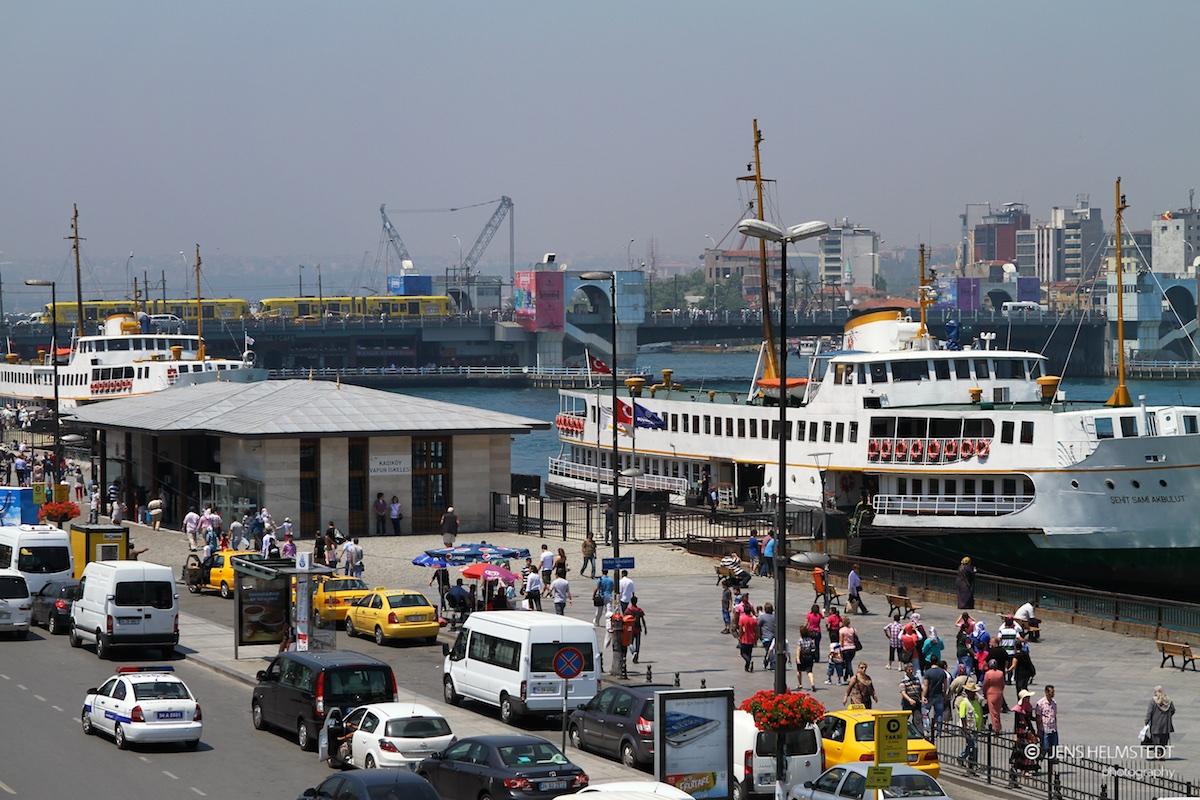 Personenfähren am Anleger in Eminönü