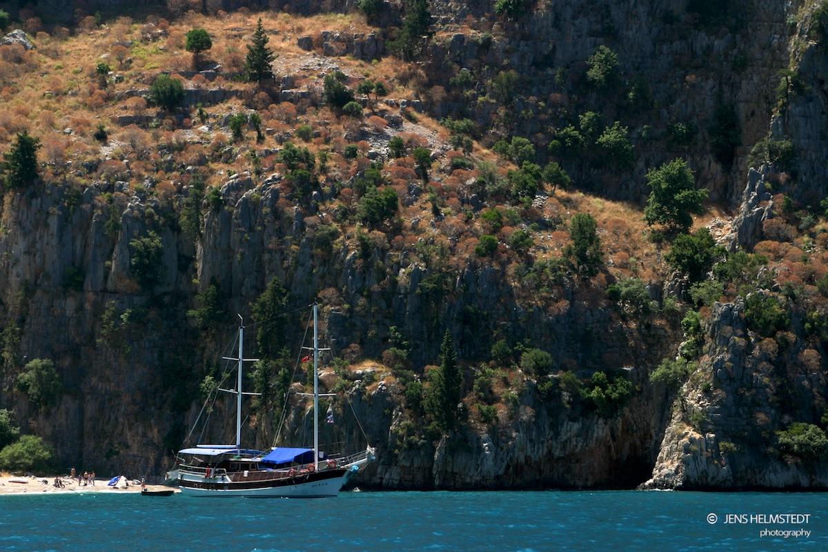 Segelyacht an der Mittelmeerküste der Türkei